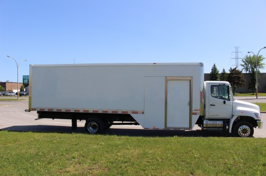 27' Arctik™ Truck body on Hino 258