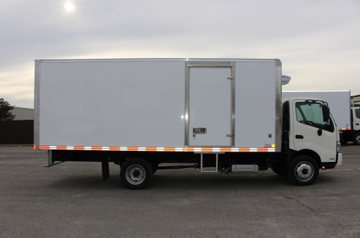 20' Arctik™ Truck body on Hino 195