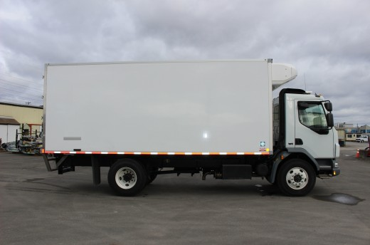 20' Frio™ Truck body on Kenworth K370