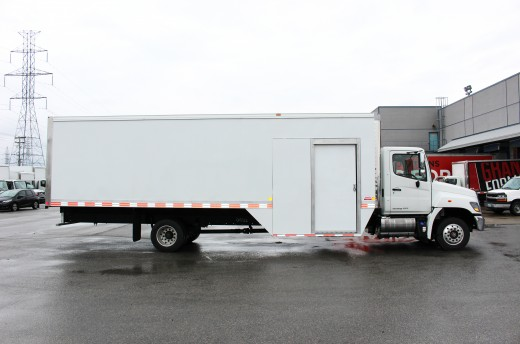 27' Arctik™ Truck body on Hino 258