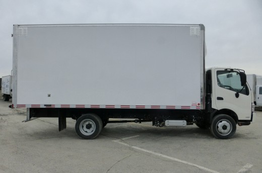 19' Arctik™ Truck body on Hino 195