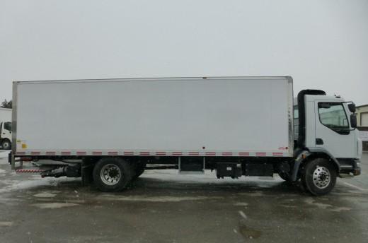 26' Arctik™ Truck body on Kenworth K370
