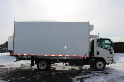 16' Frio™ Truck body on Isuzu NRR