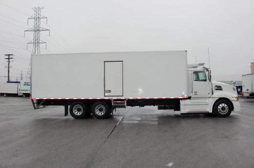 29' Frio™ Truck body on Western Star 5700