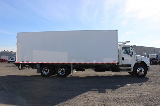 28' Frio™ Truck body on Freightliner M2