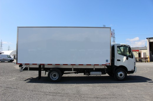 18' Frio™ Truck body on Hino 195