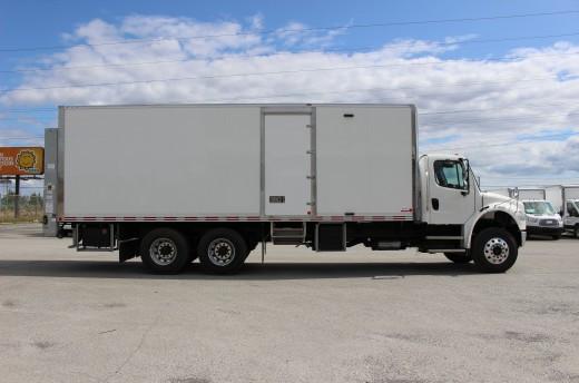 Boîte Classikᴹᴰ 26' sur Freightliner M2-106