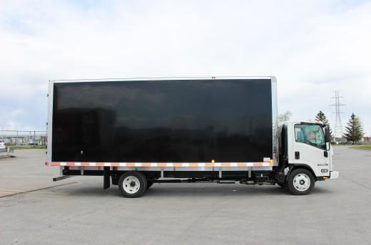22' Classik™ Truck body on Isuzu NPR-HD