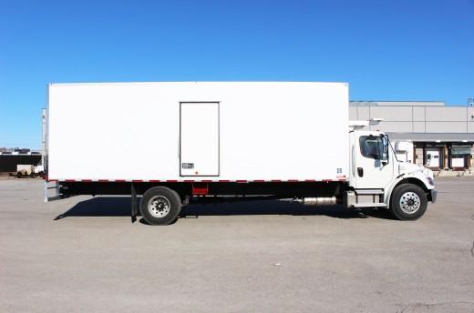26' Frio™ Truck body on Freightliner M2-106