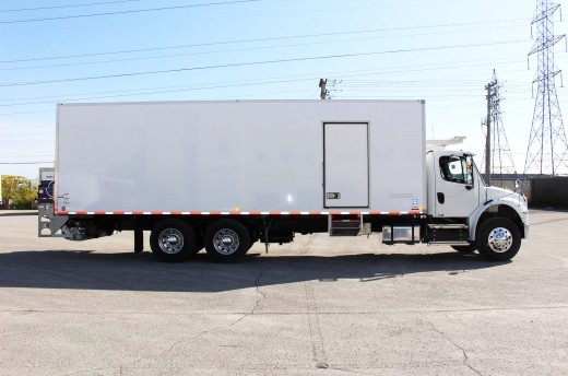 28' Frio™ Truck body on Freightliner M2-106