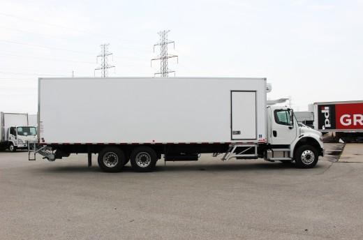 29.25' Frio™ Truck body on Freightliner M2-106