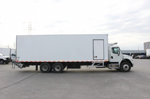 29.25' Frio™ Truck body on Freightliner M2