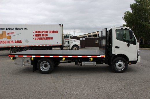 16' Flatbed on Hino 195