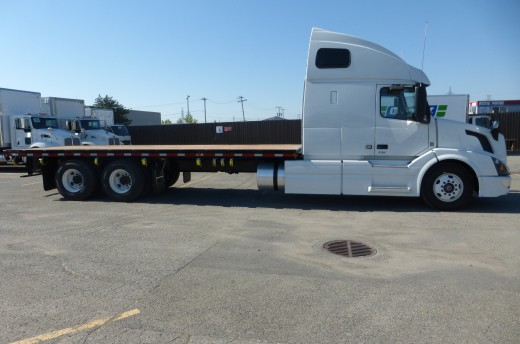 25' Flatbed on Volvo VLN