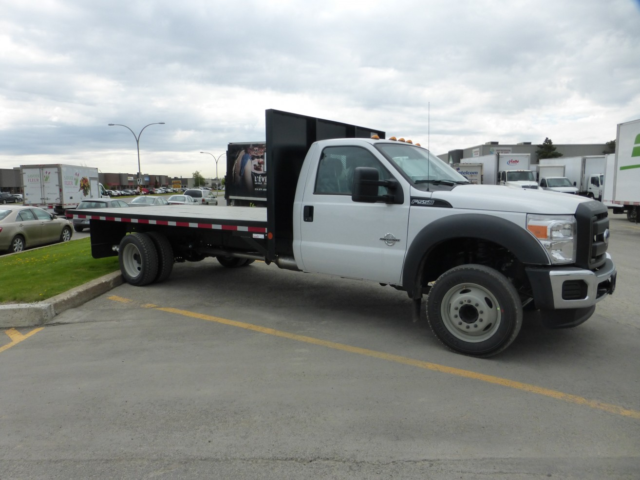 16' Flatbed on Ford F550 | Transit